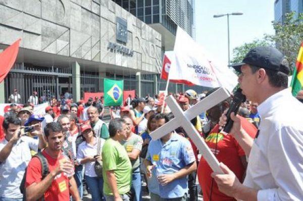 Bancários, Petroleiros e grevistas do dos correios se unem no Rio por aumento real