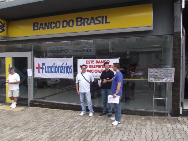 Protesto na agência Portal do Lago, em Guarapuava
