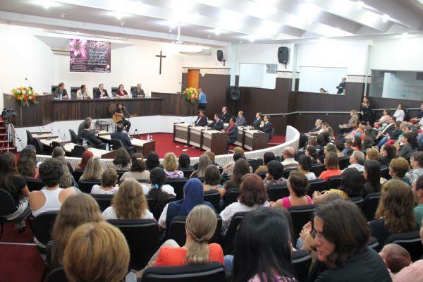 Câmara Homenageia Toledanas pelo seu Dia