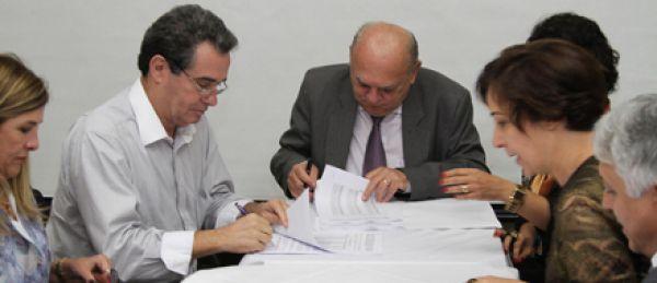 Contraf-CUT assina acordo aditivo com a Caixa sobre carreira profissional