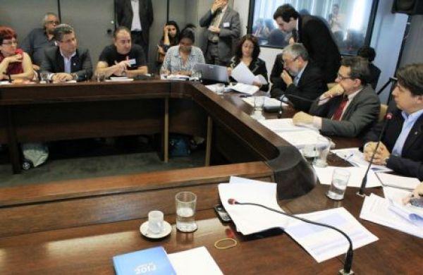 Apostaremos na negociação até o fim, afirma secretário da CUT em mesa sobre a terceirização
