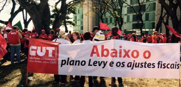 CUT protesta em frente ao ministério da Fazenda contra o Plano Levy