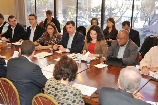 Bancários retomam negociação sobre remuneração com a Fenaban na terça