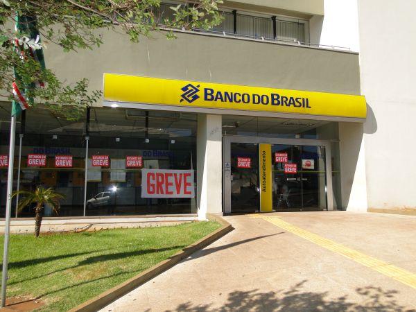 Bancários aumentam em 50% as unidades paradas no País.