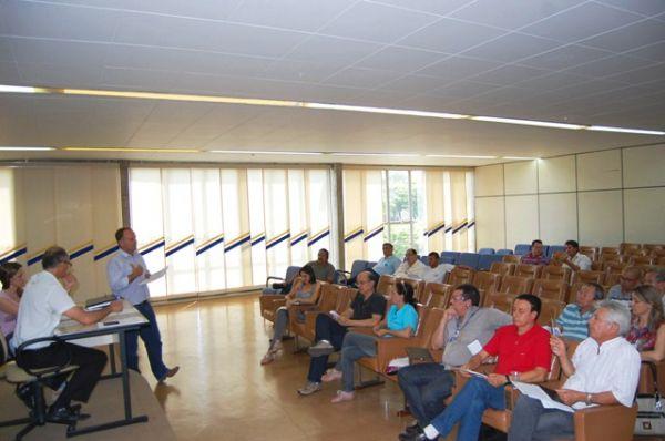 Dirigente do Seeb Umuarama participa de reunião do Conselho Municipal do Meio Ambiente
