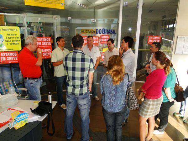 Bancários do BB aderem à greve de 24h contra plano de funções em todo país