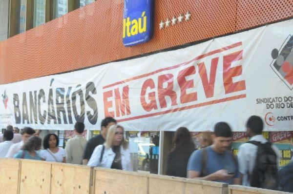 Bancários param 7.672 agências no terceiro dia da greve nacional