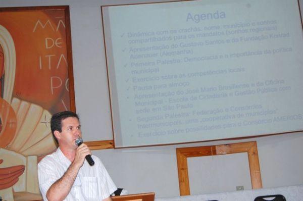 Dirigente do Pactu coordena reunião entre bispo da Diocese de Umuarama e prefeitos e vereadores