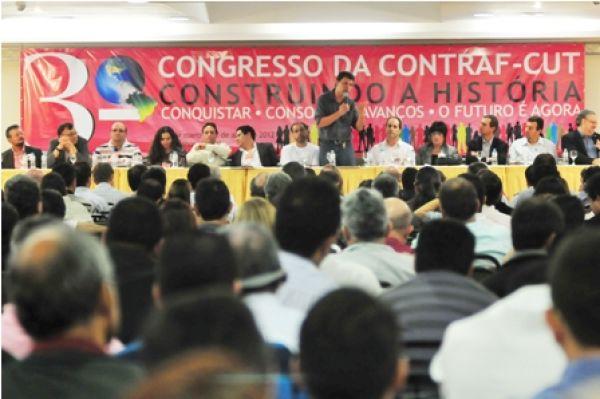 Desafio dos sindicatos é fazer a disputa na sociedade, propõe Carlos Cordeiro
