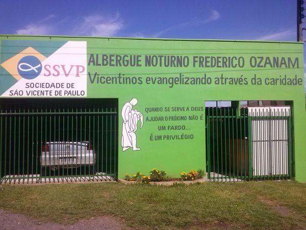 Sindicato dos Bancários de Guarapuava entrega alimentos no Albergue Noturno