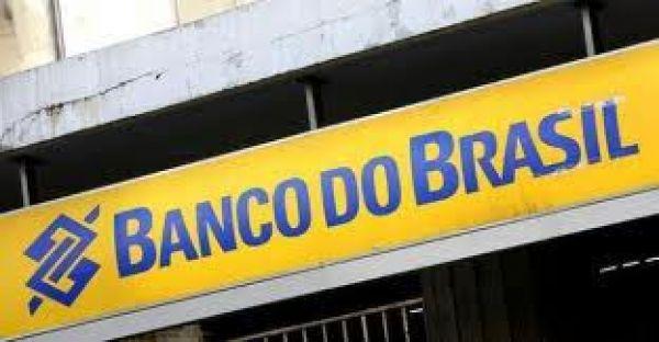 Escriturário do Banco do Brasil consegue provar atividade técnica para acumular cargo de professor