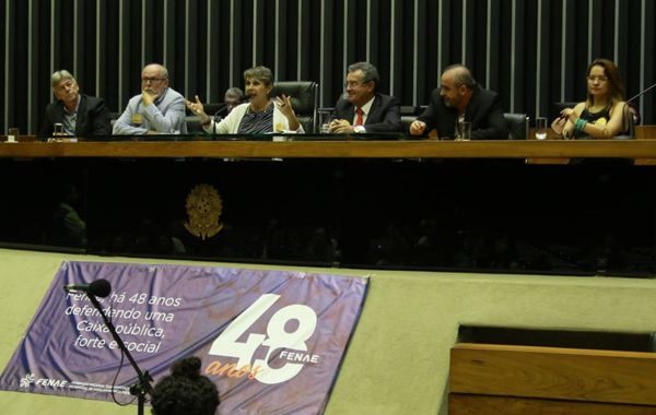 Parlamentares e lideranças sindicais destacam protagonismo da Fenae na Câmara dos Deputados