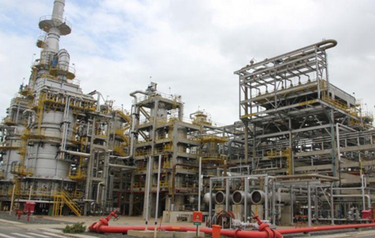 Petrobras vende refinaria na Bahia por 1,65 bilhão de dólares; FUP vê negócio 'a preço de banana