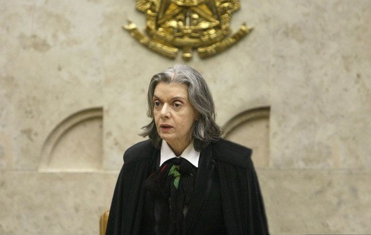 Por não julgar pedido de Lula, Cármen Lúcia incorre no crime de prevaricação