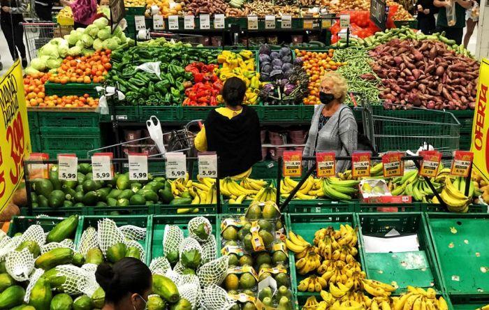 Preços dos alimentos disparam e inflação de outubro é maior alta desde 2002