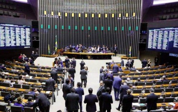 Pressão da CUT e centrais barra votação da Carteira Verde Amarela no Congresso