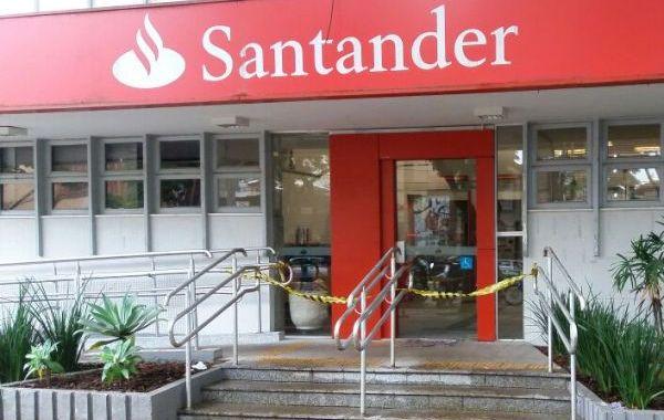 Pressão do Sindicato obriga Santander a sanitizar agência de Umuarama