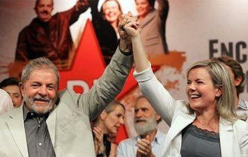 'Prisão de Lula não aprisiona candidatura', diz especialista. Ex-presidente reafirma decisão