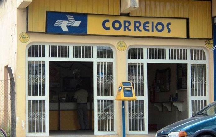 Privatização dos Correios pode gerar 40 mil demissões e Bolsonaro não sabe o que fazer
