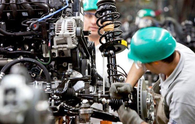 Produção industrial despenca no primeiro mês da pandemia e volta a nível de 2003