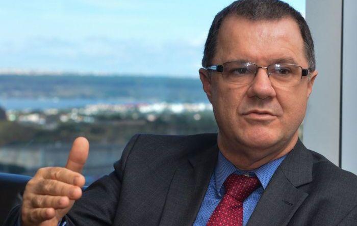 """""""Proposta de Bolsonaro é que brasileiro morra sem se aposentar"""", diz ex-ministro"""
