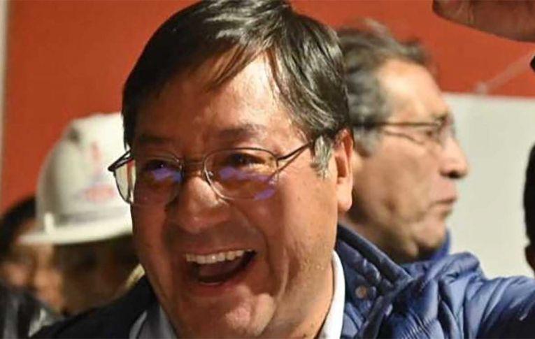 'Recuperamos a democracia e a esperança', afirma Luis Arce ao vencer eleições na Bolívia