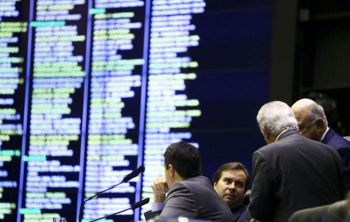 Reforma: Confira as maldades que os deputados aprovaram no 2º turno de votação