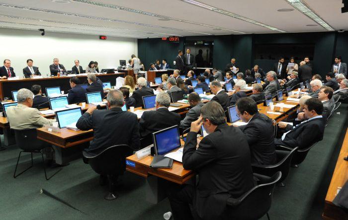 Reforma da Previdência vai a Plenário após ser aprovada em comissão