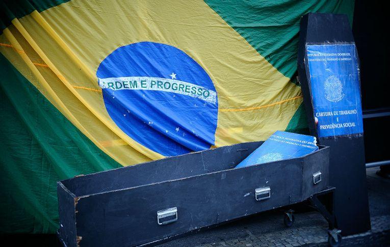 'Reformas' aproximaram os trabalhadores da informalidade e da precarização