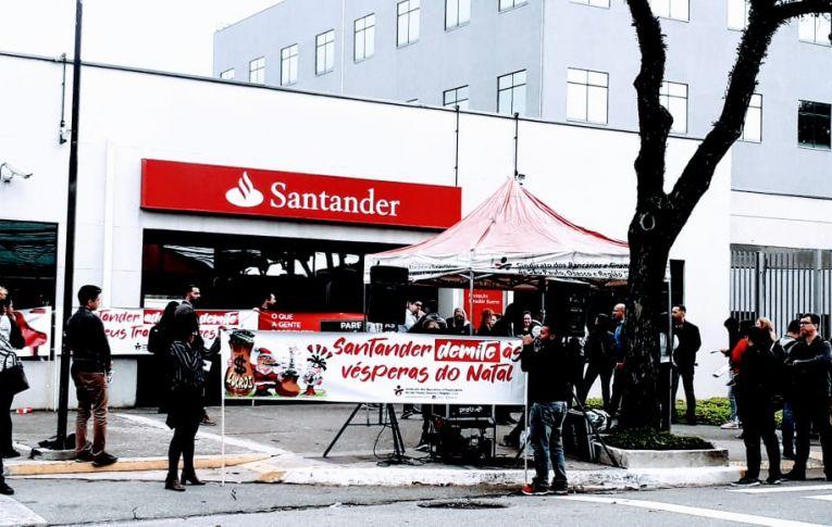 Santander é alvo de protesto por práticas contra os trabalhadores