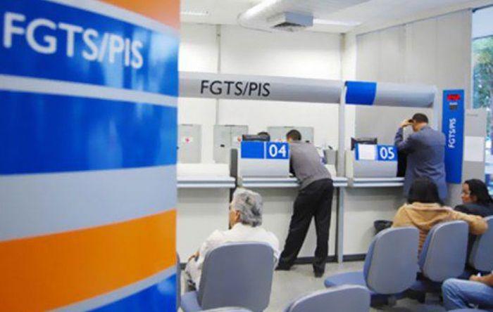 Saques do FGTS superam depósitos e colocam em risco programas sociais