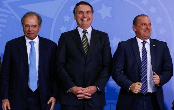 """""""Se pudesse privatizar hoje, privatizaria"""", diz Bolsonaro sobre Correios"""