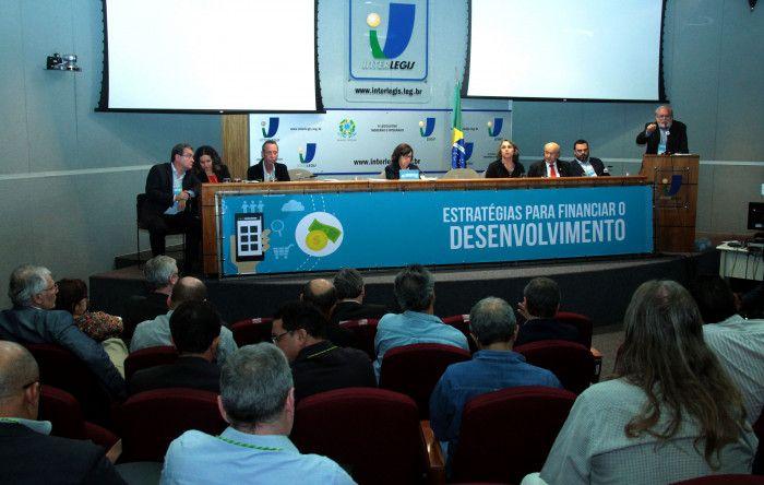 Seminário lança Frente Parlamentar Mista em Defesa dos Bancos Públicos