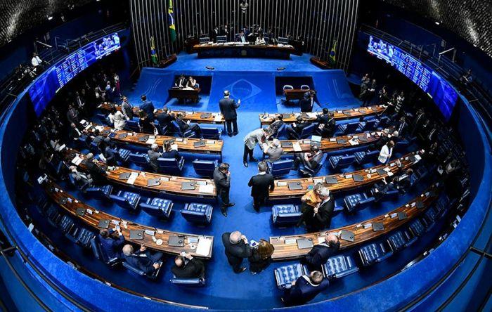 Senadores já apresentaram quase 2 mil emendas para mudar a cruel MP Verde e Amarela