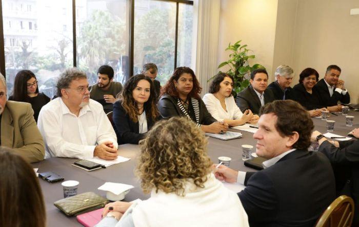 Setor que mais lucra no Brasil se recusa garantir empregos na CCT