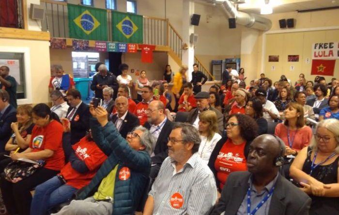 Sindicalistas do mundo fazem ato em Genebra por Lula Livre
