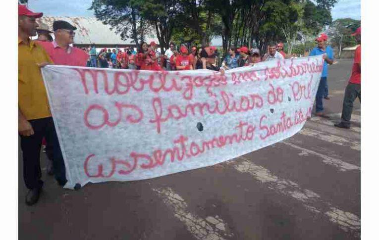 Sindicato de Umuarama participou de passeata contra despejo de Sem Terra em Mariluz