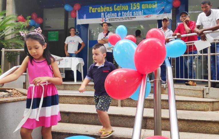 Sindicato de Umuarama realiza manifestação para marcar os 159 anos da Caixa