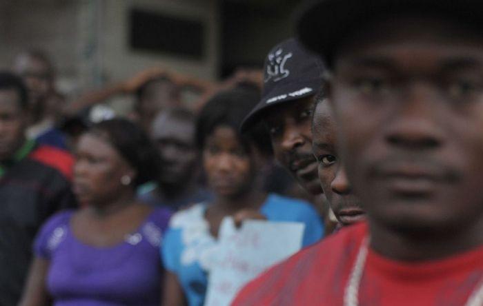 Taxa de desemprego maior entre pessoas pretas é racismo estrutural, diz economista