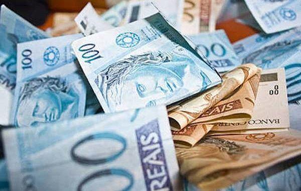 Taxação dos super-ricos é a aposta dos movimentos sociais para superação da crise