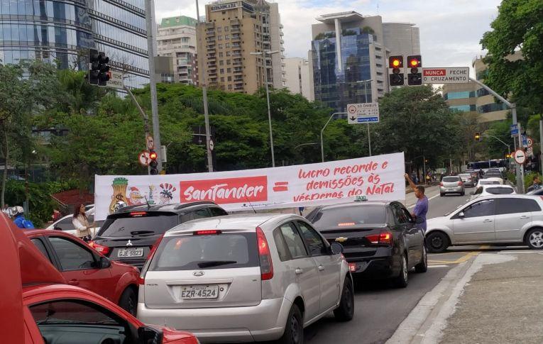Trabalhadores denunciam abusos do Santander nas ruas de São Paulo