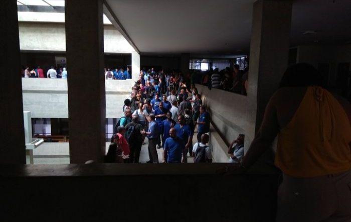 Trabalhadores ocupam a Casa da Moeda em protesto contra a privatização