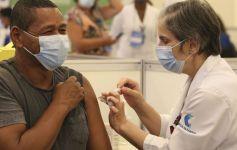 Trabalhadores que se recusarem a tomar a vacina poderão ser demitidos, orienta MPT