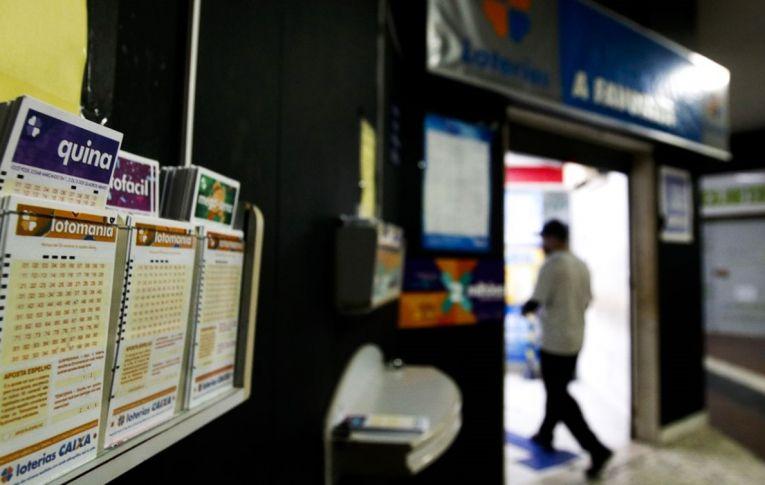 Venda de áreas estratégicas da Caixa tira recursos de áreas sociais, alertam bancários