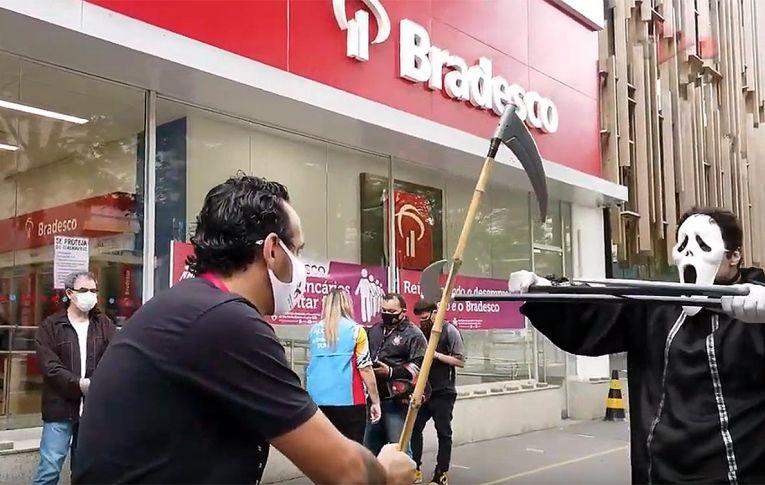 Vídeos dão nomes e rostos ao drama das demissões nos bancos em plena pandemia