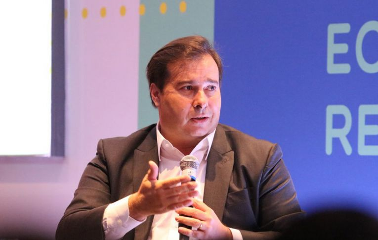 Weintraub é um desastre, atrapalha o futuro das crianças e compromete a educação, diz Rodrigo Maia